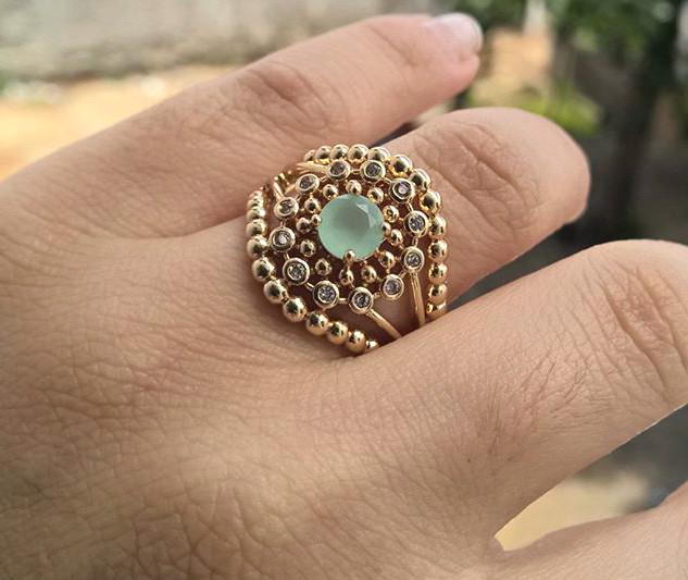 Anel de Pedra Natural Azul Celeste e Zircônias Brancas Folheado em Ouro 18k