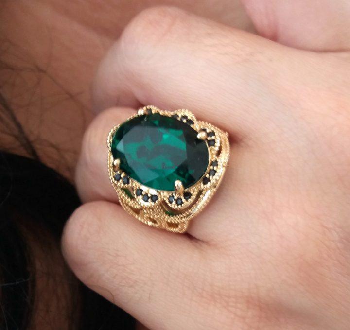 anel com pedra grande verde esmeralda