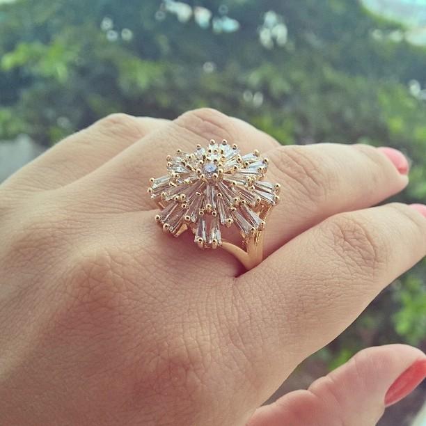anel de pedra natural folheado em ouro 18k