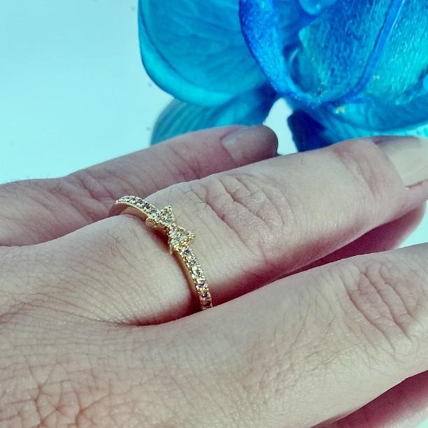 anel delicado folheado em ouro 18k