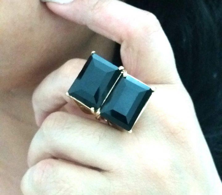 anel feminino com pedra natural preta dourado