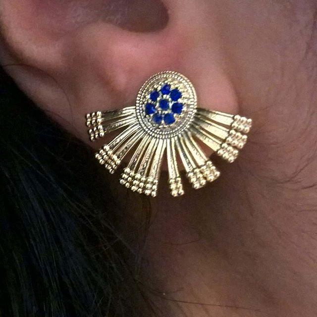 ear cuff com pedra azul