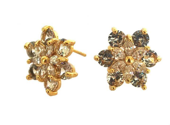 Brinco Pequeno Flor com Zircônia Branca Folheado em Ouro 18k