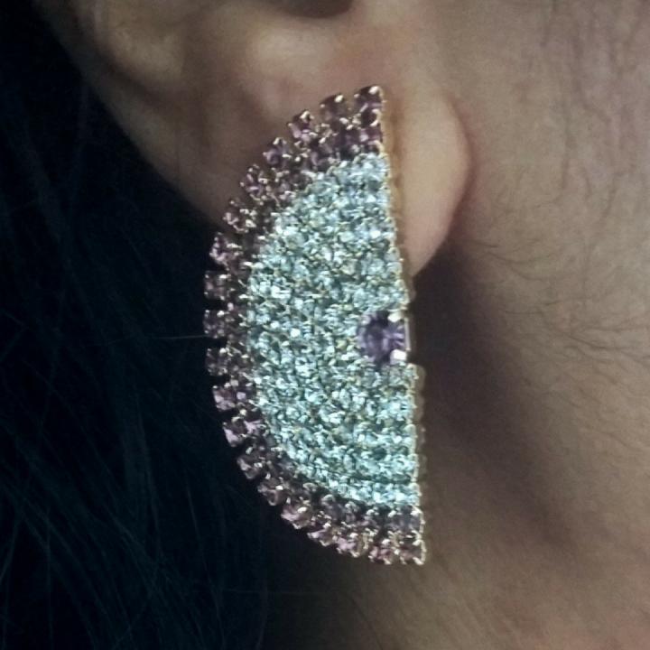 Brinco Ear Cuff com Mini Cristais Brancos e Rosa Folheado em Ouro 18k