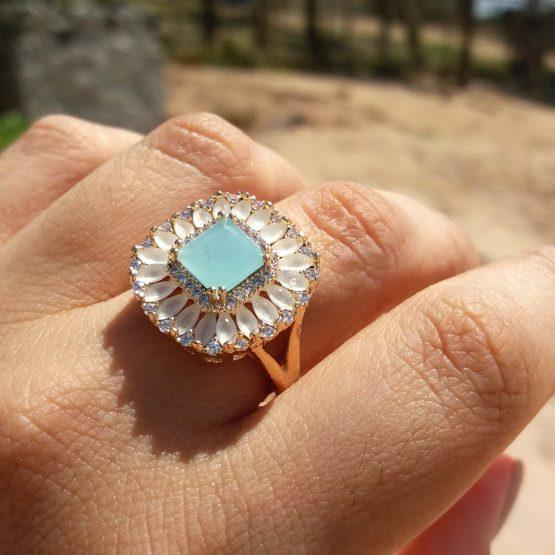 Anel Com Pedra Natural Azul Claro Folheado Em Ouro 18k
