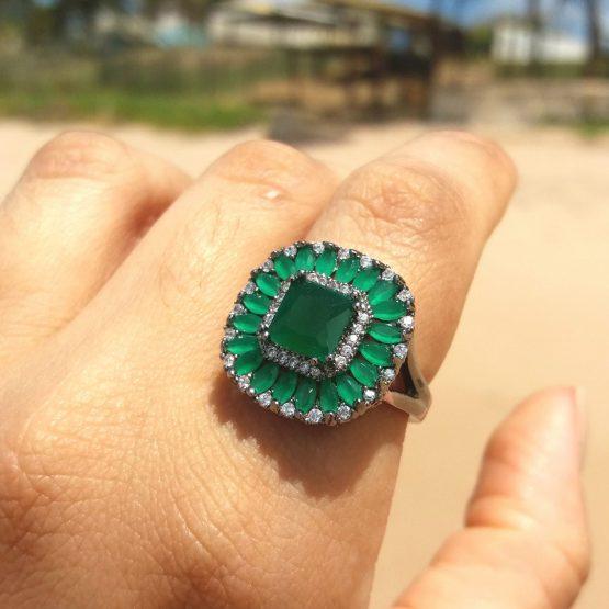 Anel Com Pedra Natural Verde Esmeralda Folheado Em Ródio Negro