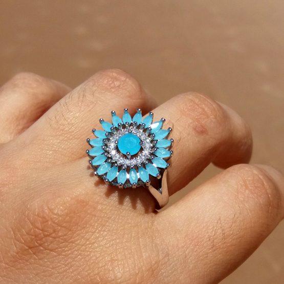 Anel Redondo com Pedra Natural Azul Claro Folheado Ródio Branco