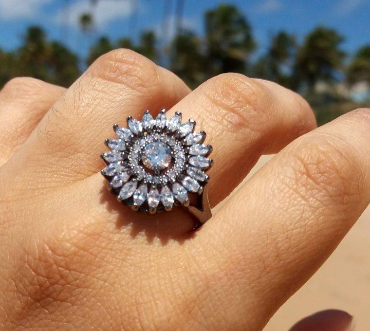 anel com pedra natural branca folheado