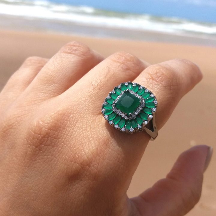 anel feminino de pedra verde esmeralda