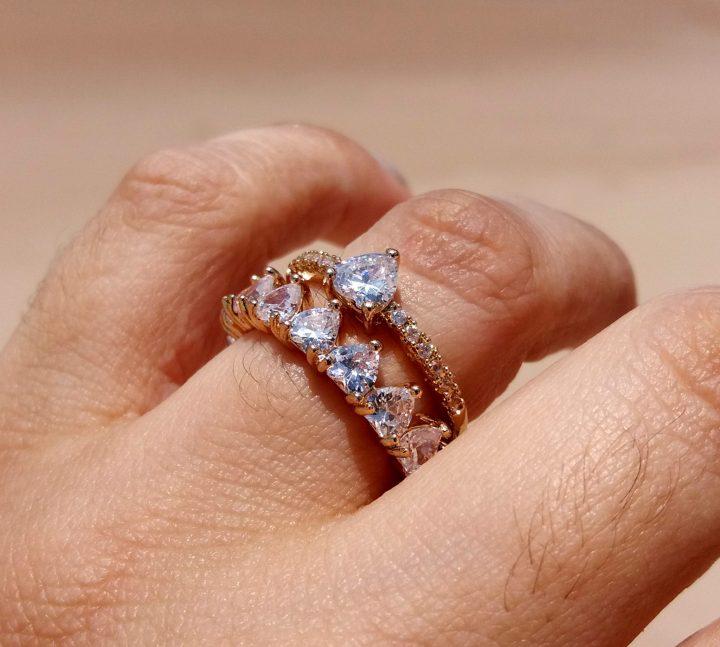 anel solitário de compromisso folheado em ouro
