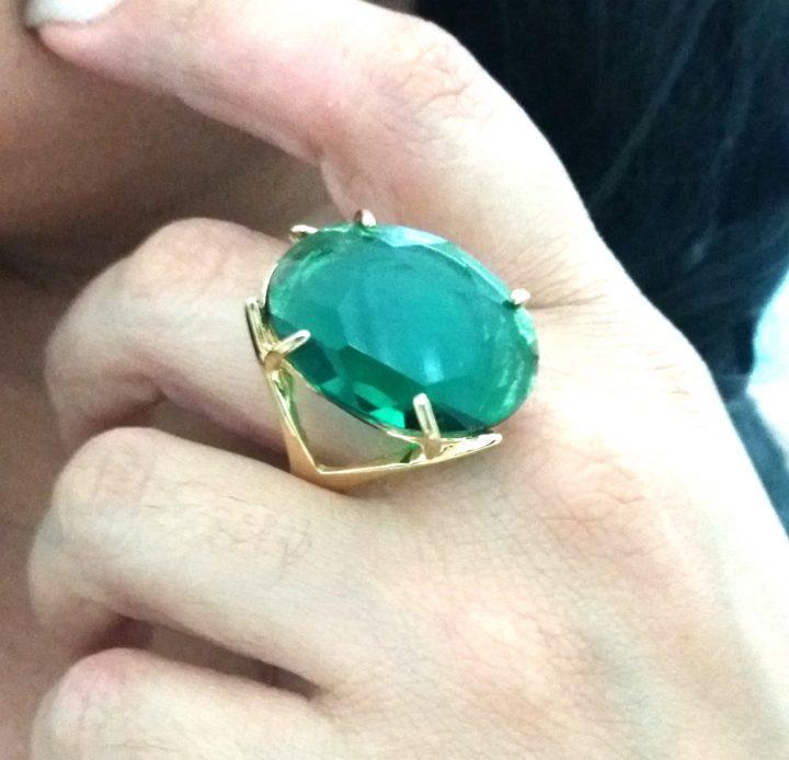 Anel Feminino Com Pedra Natural Verde Folheado Em Ouro 18k