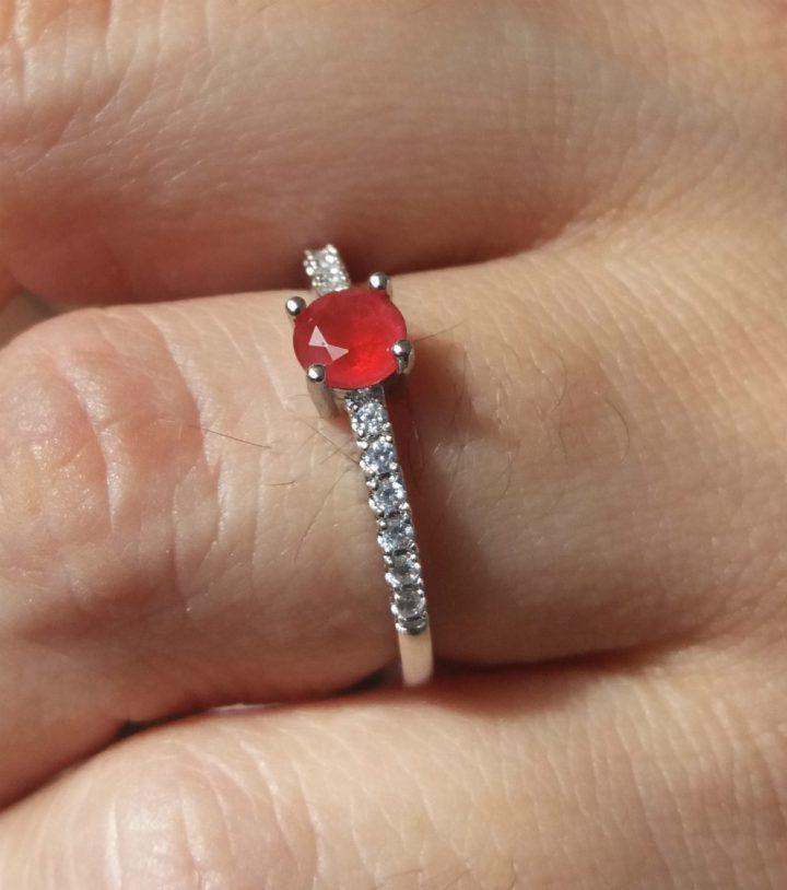 Anel Estilo Pandora Com Pedra Vermelha Folheado em Prata