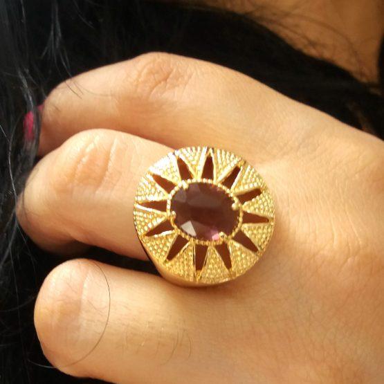 Anel Com Pedra Vinho Folheado Em Ouro 18k