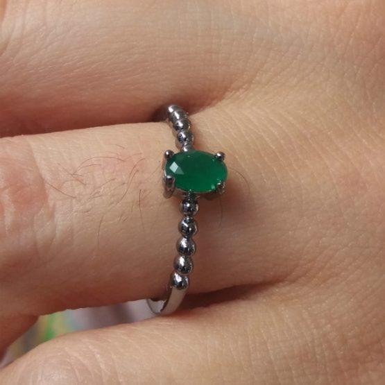 Anel Solitário De Pedra Verde Esmeralda Folheado Em Ródio Negro