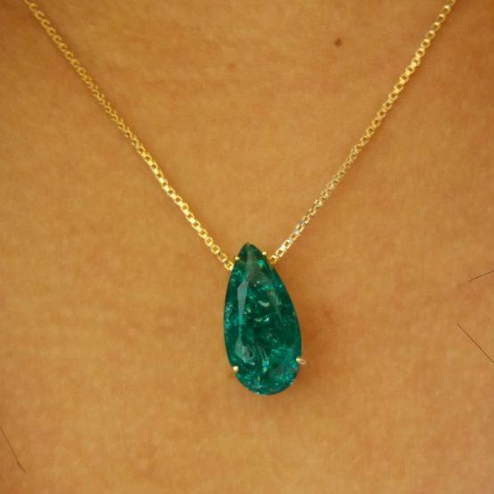Colar Com Pedra Fusion Verde Folheado em Ouro 18k