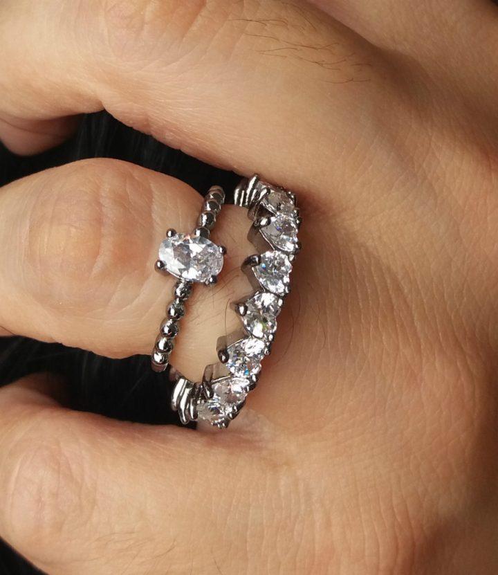 anel feminino de pedra branca transparente
