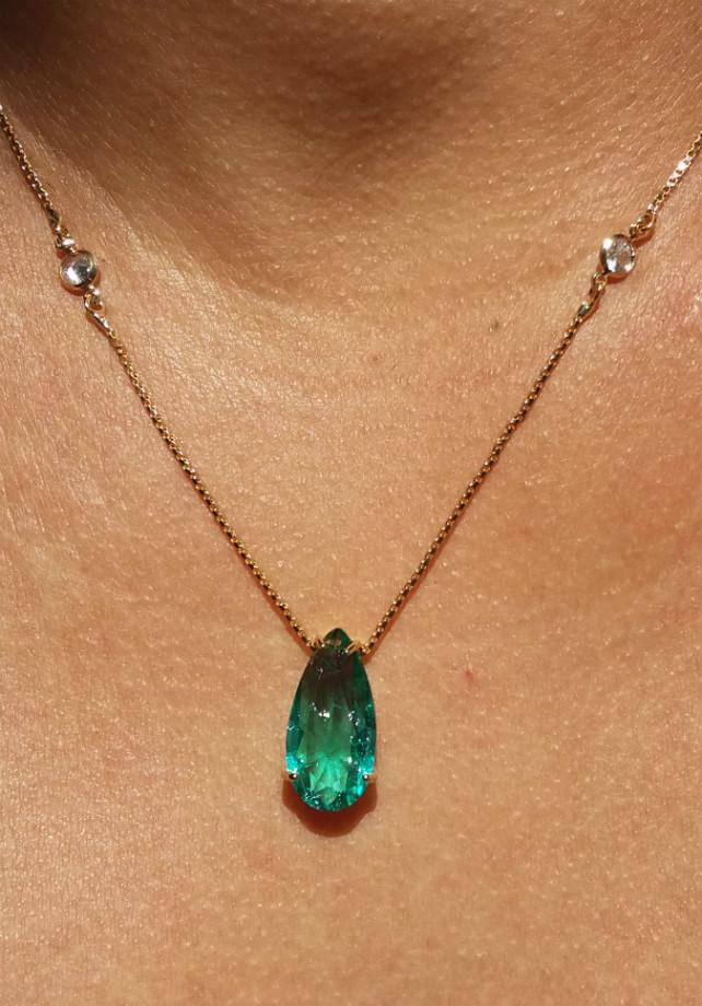 Colar Gota Verde Esmeralda Com Zircônias Folheado em Ouro 18k