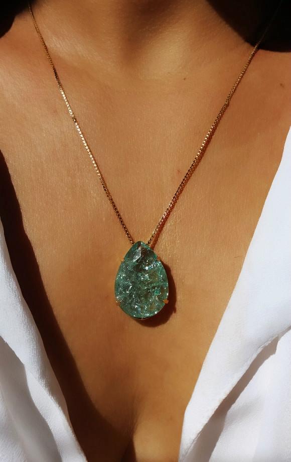gargantilha com pedra verde