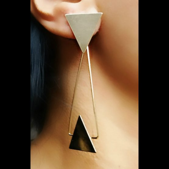 Brinco Geométrico Triângulo Folheado em Ouro 18k