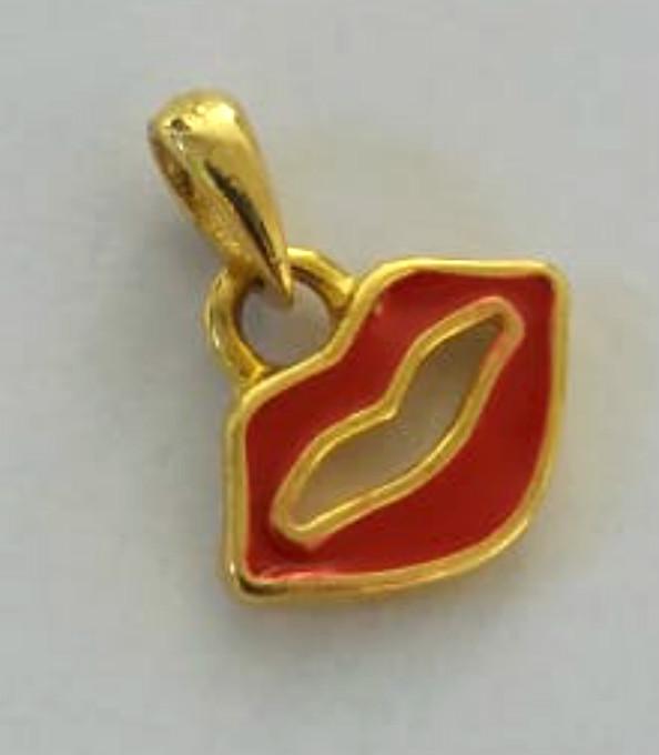 berloque dourado boca vermelha