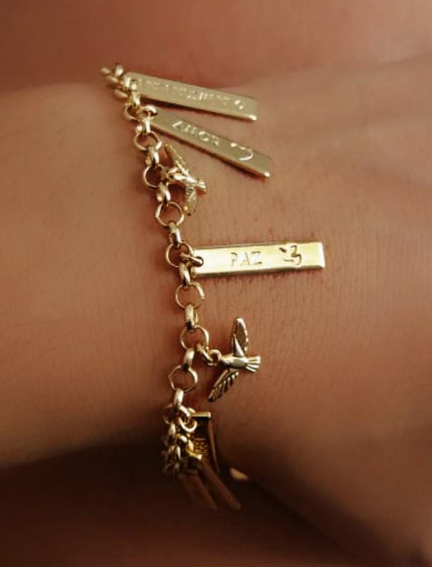 pulseira com pingentes personalizados