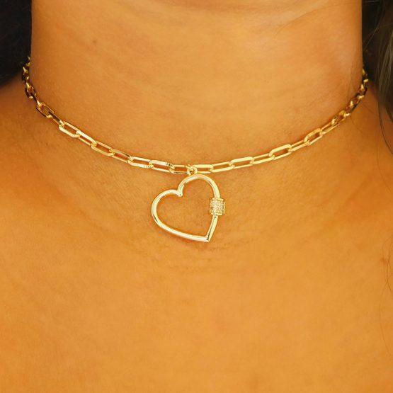 Gargantilha Choker Com Pingente de Coração Corrente Cartier Folheada em Ouro 18k